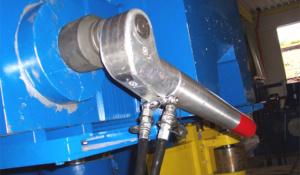 Nur mit dem TU-11 und der ERT-Rohrabstützung ist es möglich an dieser Ringwalzmaschine abzustützen und 14.000 Nm sicher zu übertragen.